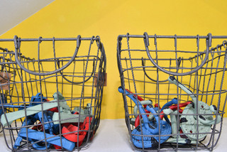 ESSCHERT DESIGN Háček na bundu oválný, retro barvy, balení obsahuje 3 kusy!